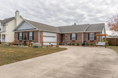 Onslow County Single Family Home For Sale: 104 Fairfax Court