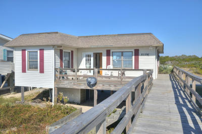Oak Island Single Family Home For Sale: 511 W Beach Drive
