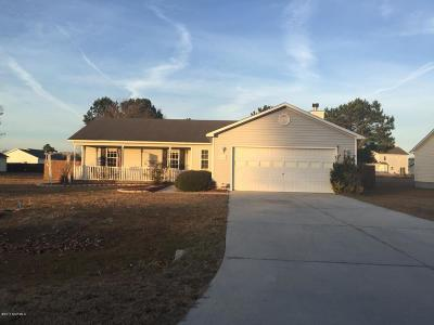 Richlands Single Family Home For Sale: 203 Redberry Drive