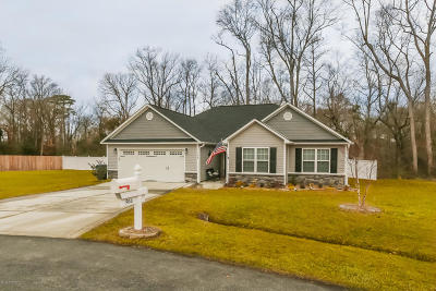 Richlands Single Family Home For Sale: 504 Duet Court