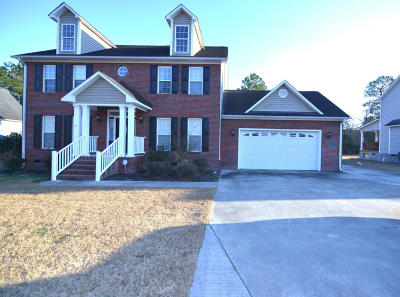 Hubert Single Family Home For Sale: 136 Avon Drive
