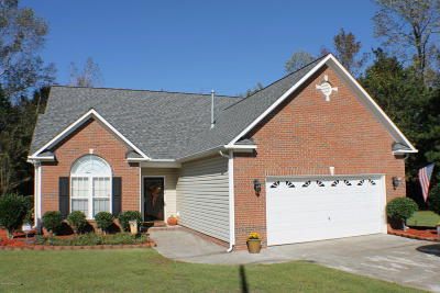 Jacksonville Single Family Home For Sale: 102 Mayfield Court