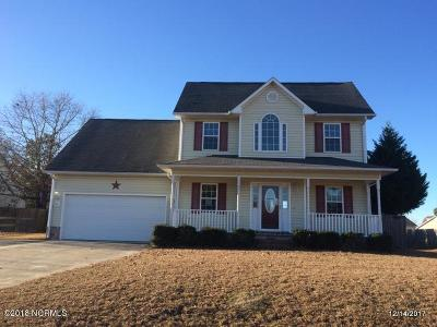 Richlands Single Family Home For Sale: 221 Redberry Drive