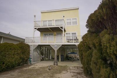 Oak Island Single Family Home For Sale: 206 W Dolphin Drive