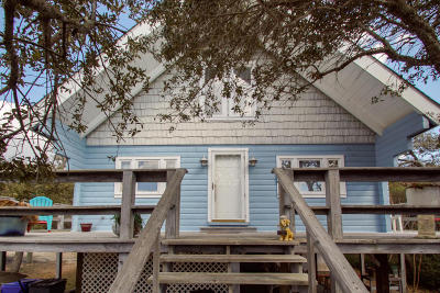 Oak Island Single Family Home For Sale: 112 SE 74th Street