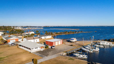 Harkers Island Single Family Home For Sale: 221 Bayview Drive