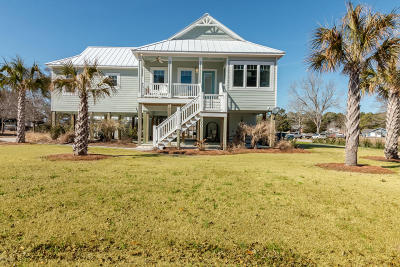 Cape Carteret Single Family Home For Sale: 300 Bogue Sound Drive
