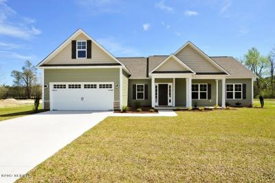 Onslow County Single Family Home For Sale: 208 Penster Court