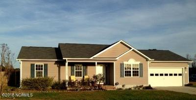 Onslow County Single Family Home For Sale: 109 Starkys Creek Court