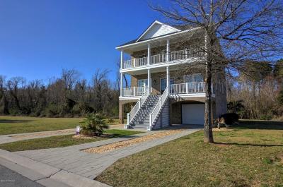Newport Single Family Home For Sale: 206 Colleton Square