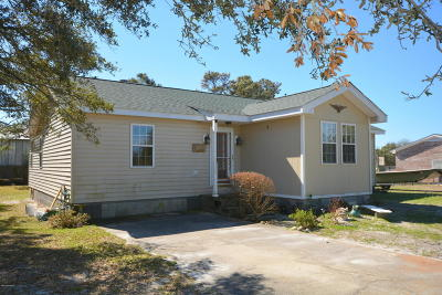 Harkers Island NC Single Family Home For Sale: $180,000