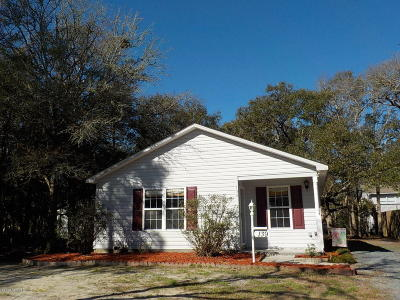 Oak Island Single Family Home For Sale: 139 NW 5th Street