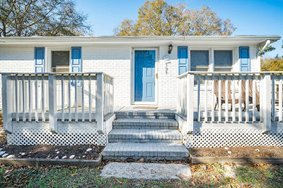 Newport Single Family Home For Sale: 129 Oak Grove Road