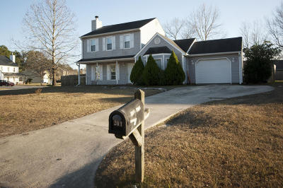 Jacksonville Single Family Home For Sale: 201 Trotters Run