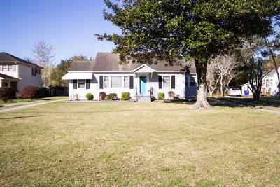 Newport Single Family Home For Sale: 337 Chatham Street