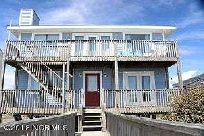 Oak Island Single Family Home For Sale: 725 W Beach Drive