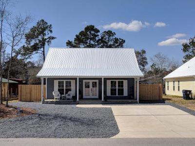 Oak Island Single Family Home For Sale: 129 NE 33rd Street