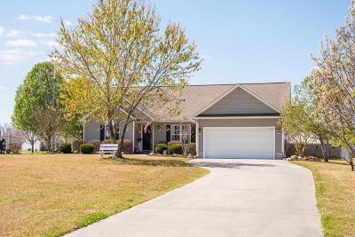 Newport Single Family Home For Sale: 115 Bur Oaks Boulevard