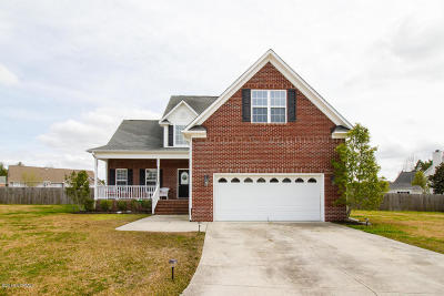Onslow County Single Family Home For Sale: 105 Hyannis Court