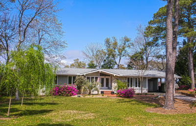 Oak Island Single Family Home For Sale: 7 Pebble Beach Drive