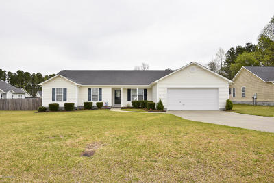 Richlands Single Family Home For Sale: 203 Cadence Court