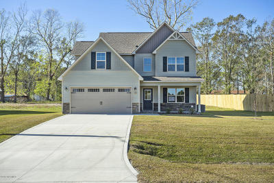 Jacksonville Single Family Home For Sale: 108 Sparrows Point Lane
