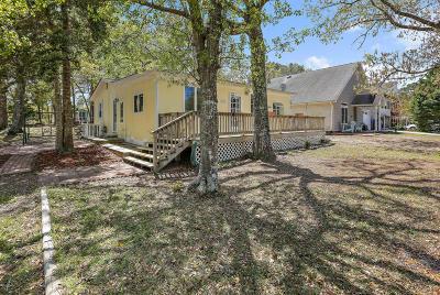 Oak Island Single Family Home For Sale: 2807 E Yacht Drive