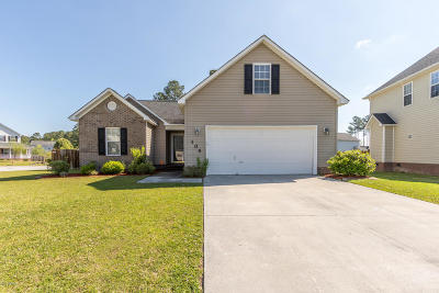 Jacksonville Single Family Home For Sale: 104 Cypress Bay Drive