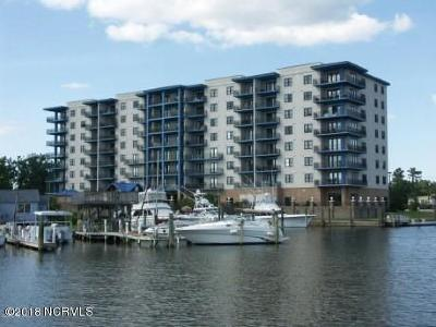 Morehead City Condo/Townhouse For Sale: 4425 Arendell Street #202