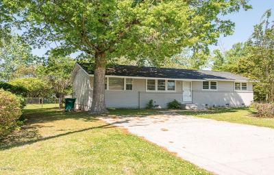Swansboro Single Family Home For Sale: 725 W Phillips Drive
