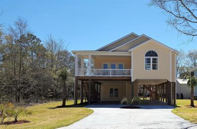 Oak Island Single Family Home For Sale: 403 E Yacht Drive