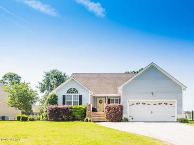 Swansboro Single Family Home For Sale: 311 Coldwater Drive