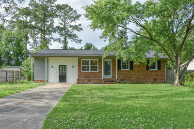 Onslow County Single Family Home For Sale: 107 Oxford Drive