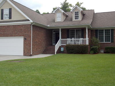 New Bern Single Family Home For Sale: 208 Towne Woods Drive