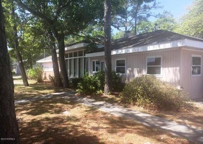 Oak Island Single Family Home For Sale: 208 E Oak Island Drive