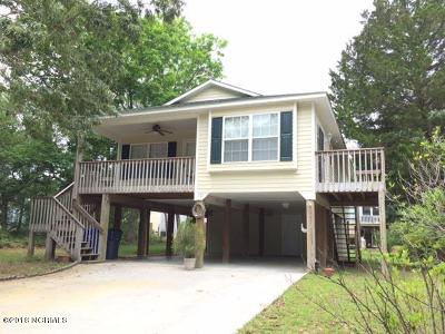 Oak Island NC Single Family Home For Sale: $265,000
