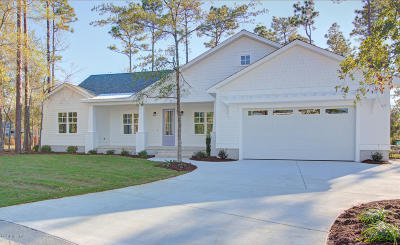 Southport Single Family Home For Sale: 207 Sand Dollar Lane