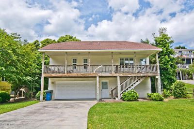 Emerald Isle Single Family Home For Sale: 122 Azure Drive