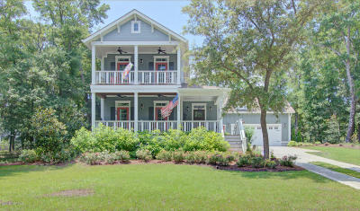 Southport Single Family Home For Sale: 605 Cottage Point Way