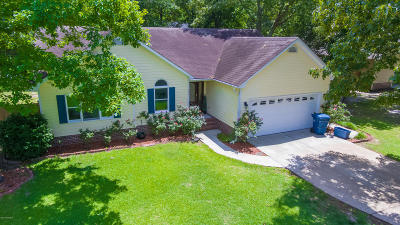 Onslow County Single Family Home For Sale: 202 Grassy Court