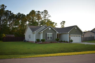 Onslow County Single Family Home For Sale: 402 Stuart Court
