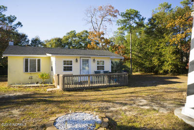 Oak Island Single Family Home For Sale: 141 NE 5th Street