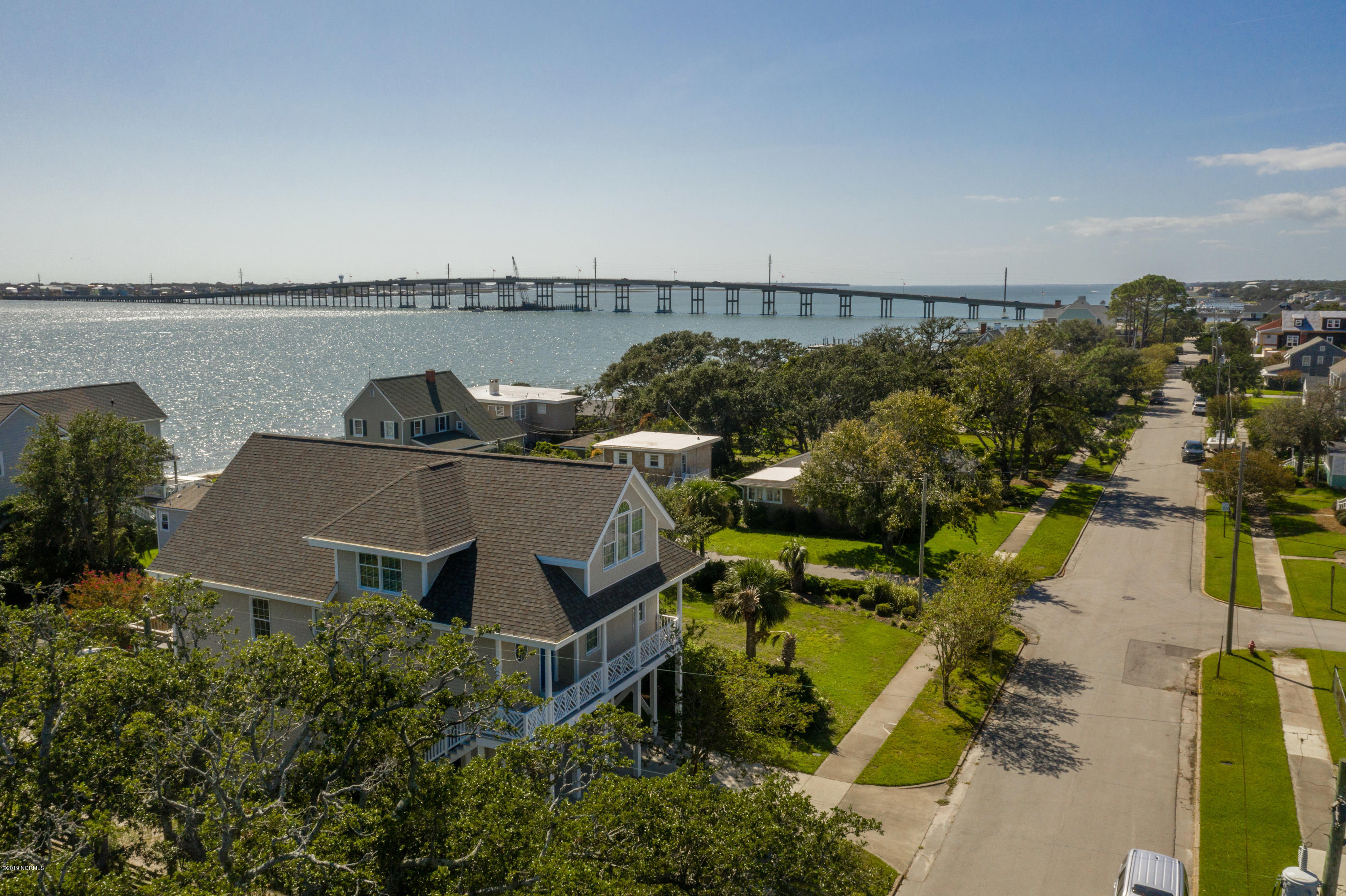 3 bed / 2 full, 1 partial baths Home in Morehead City for $779,000