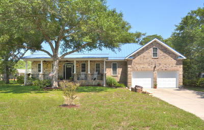 Oak Island Single Family Home For Sale: 106 SE 1st Street