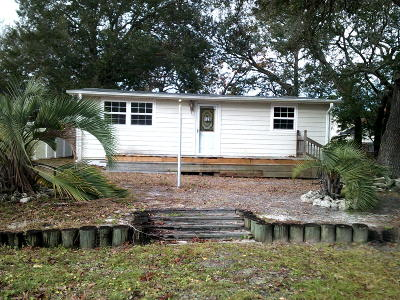 Oak Island Single Family Home For Sale: 129 NE 37th Street
