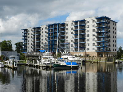 Morehead City Condo/Townhouse For Sale: 4425 Arendell Street #107