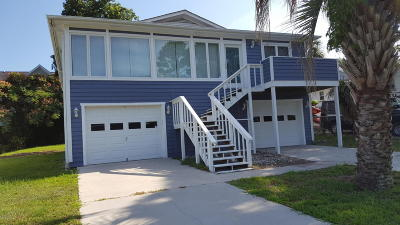 Oak Island Single Family Home For Sale: 1005 E. Yacht Drive