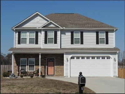 Richlands Single Family Home For Sale: 110 Woods Run Circle