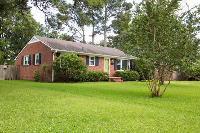 Morehead City Single Family Home For Sale: 803 S Yaupon Terrace