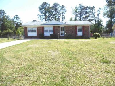Onslow County Single Family Home For Sale: 108 Yorkshire Drive